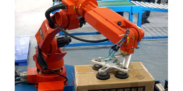 机械手对于塑料机械行业影响深远