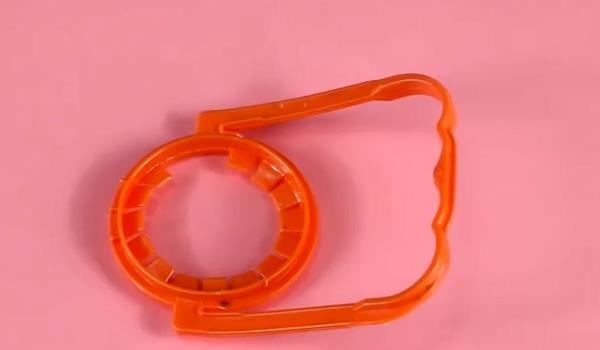 将塑料提手全自动化生产进行到底