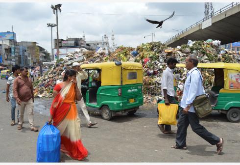 """""""塑料雨""""危与机:回收率约三成,中国业者把厂开到日本东南亚"""