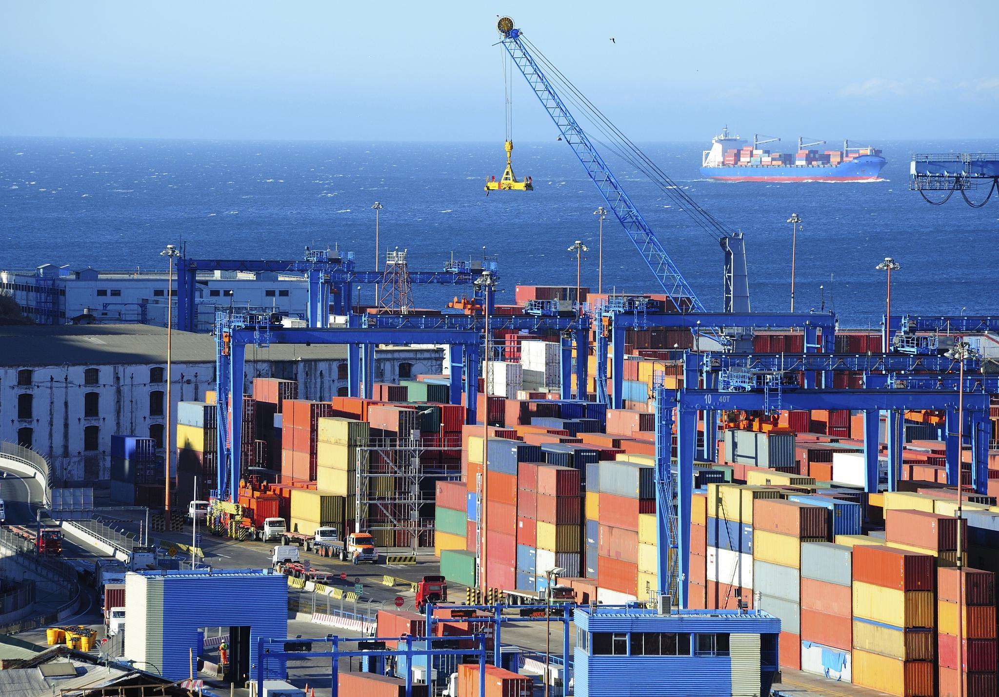 前4个月中国进出口同比增长28.5% 贸易顺差超1万亿元