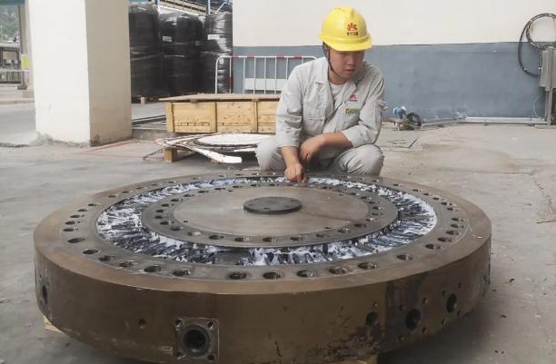 延能化完成挤压造粒机模板国产化改造